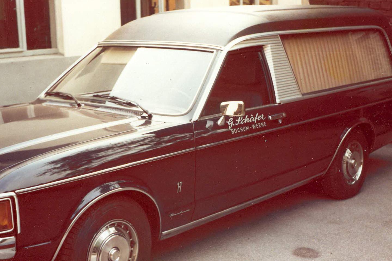 alter Leichenwagen